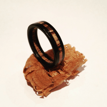Houten ring Ebben/Hackberry