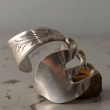 Twisted fork ring